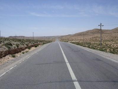 半砂漠をひた走り.JPG