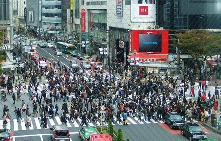 渋谷スクランブル交差点上から.jpg