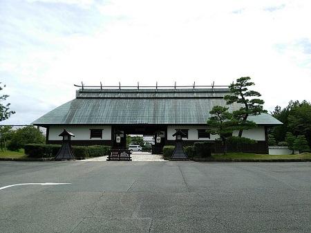 葛城北の丸 門.jpg