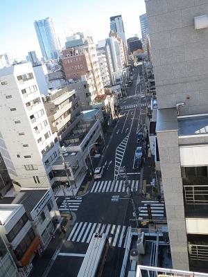 2013年12月休日の青山 上からの骨董通り.jpg